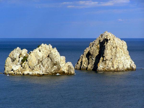 Скалы-близнецы в Гурзуфе