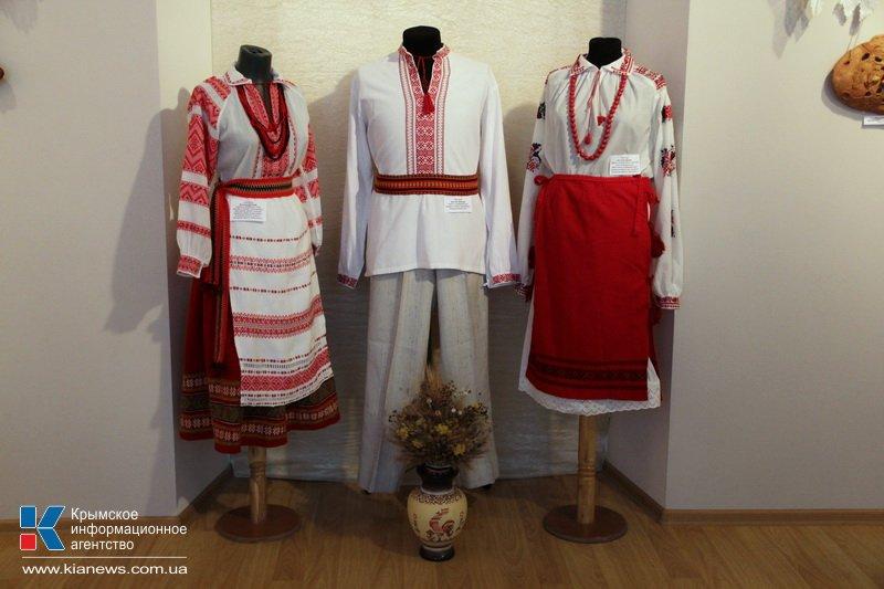 В Симферополе открылась выставка «Осенняя сюита».
