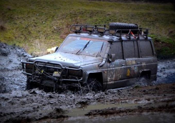По горам Крыма пройдет гонка внедорожников.