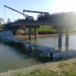 Напором воды прорвало дамбу на Северо-Крымском канале