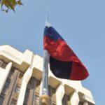 В Симферополе торжественно подняли государственный флаг