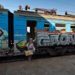 На трех молодых людей в Крыму завели дело за граффити на электричках
