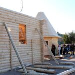 В Севастополе собрали деревянную церковь