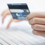 ЦБ: операции по банковским картам в Крыму возобновят в ближайшее время