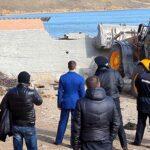 По требованию прокуратуры в Керчи принудительно снесли каменные ограждения, перекрывавшие доступ к морю