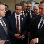 Медведев назвал передовой идею внедрения пластиковых карт вместо паспортов