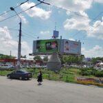 В Симферополе на месте опасной рекламной «тарелки» перед Центральным рынком сделают парковку