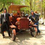 В симферопольском Детском парке появился кованый «Форд»