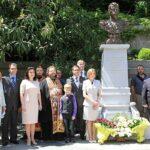У Ливадийского дворца открыли памятник Николаю II