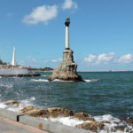 Дайверы в Крыму у мыса Фиолент погрузили в море крест