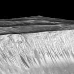 Сегодня NASA объявило об обнаружении на Марсе сезонных рек из обычной воды.