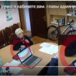 Известная феодосийская общественница унесла дорогую ручку из кабинета первого замглавы администрации Феодосии (ВИДЕО)