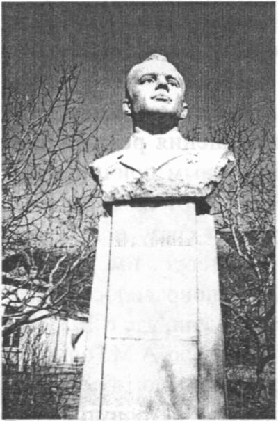 Памятник первому космонавту планеты в Форосе