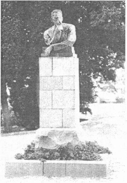 Памятник Горькому в Тессели