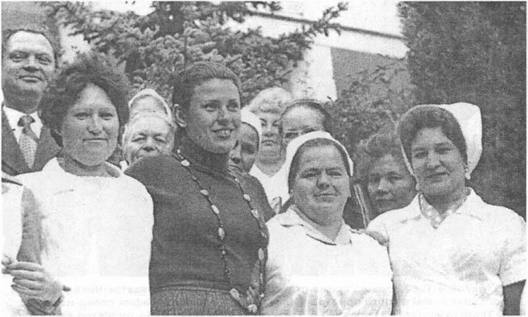 Валентина Толкунова с сотрудниками санатория