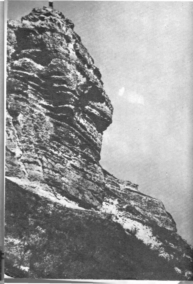Петровские скалы на подступах к Неаполю Скифскому