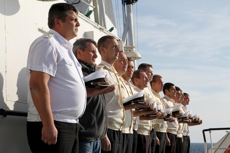 В водах Тарханкута состоялась официальная церемония отдания чести морякам, погибшим на борту подлодки «Щ-216»