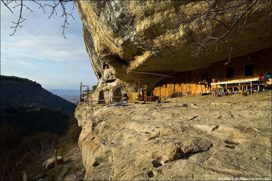 Из захваченных пещерных монастырей Крыма выселят монахов.