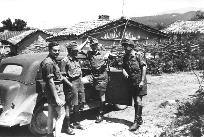 Немецкие солдаты на улицах Судака.