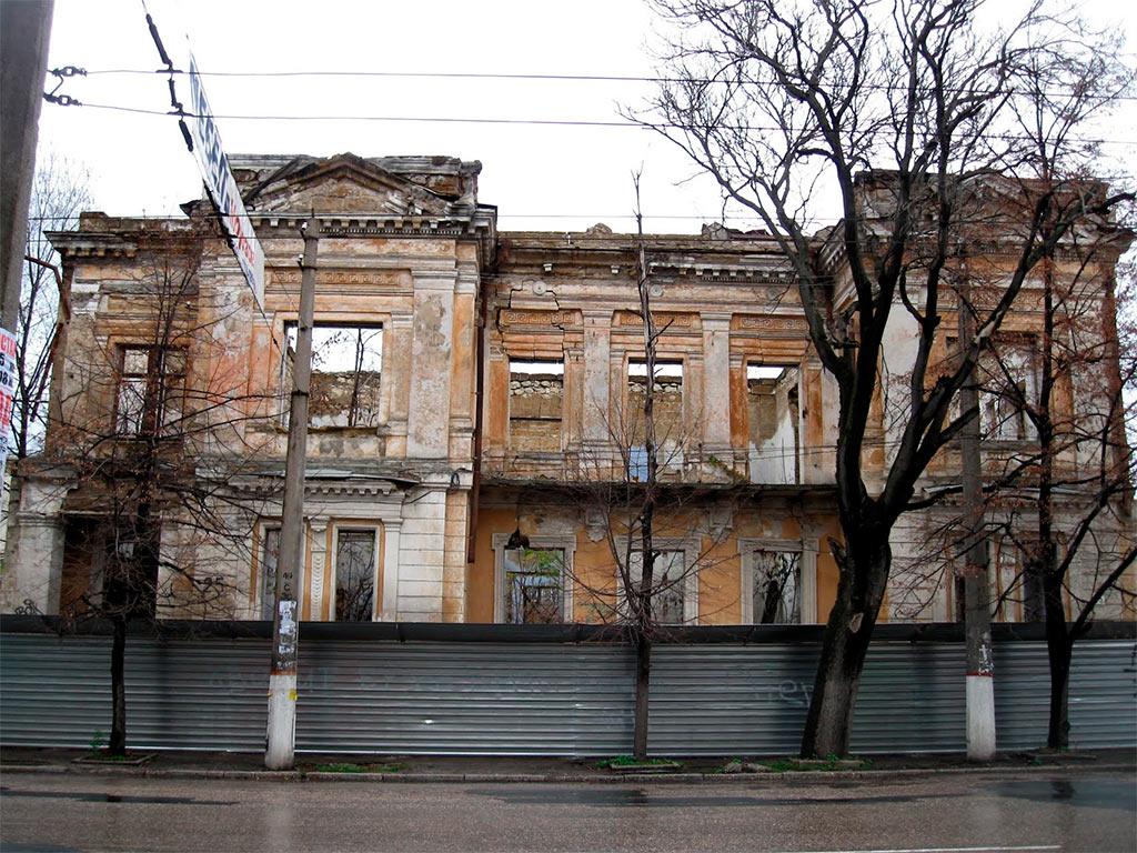 На Минкультуры подали в суд из-за включения дома Арендта в Симферополе в реестр памятников.
