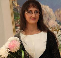 Молодая крымская художница показала в Симферополе «Свет живописи» (ФОТО)