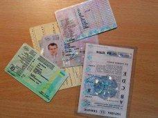 Крымские водители смогут ездить по украинским удостоверениям до конца года