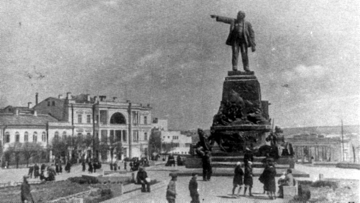 Памятник Ленину. Площадь нахимова.