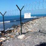 Жителей Крыма призывают сообщать о заборах и шалманах у моря