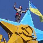 За флаг Украины в Москве четверо россиян могут сесть на семь лет