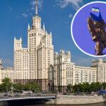 На сталинской высотке в Москве вандалы вывесили флаг Украины