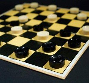 1386864541_V-Simferopole-ustroyat-prednovogodniiy-turnir-po-shashkam