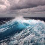 Переправа в Керчи остановилась из-за шторма