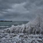 Переправу в Керчи закрыли из-за штормового ветра