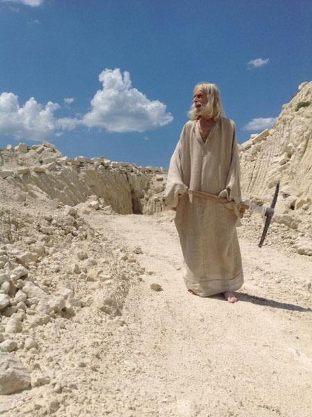 scena-kliment-v-kamenolomnjah