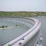 В Керченском проливе строят временный мост