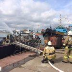 Спасатели ликвидировали последствия условного столкновения парома и танкера возле Керчи