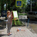Жительница Симферополя вышла на одиночный пикет против разбитой дороги