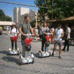 В Евпатории начали проводить экскурсии на гироскутерах